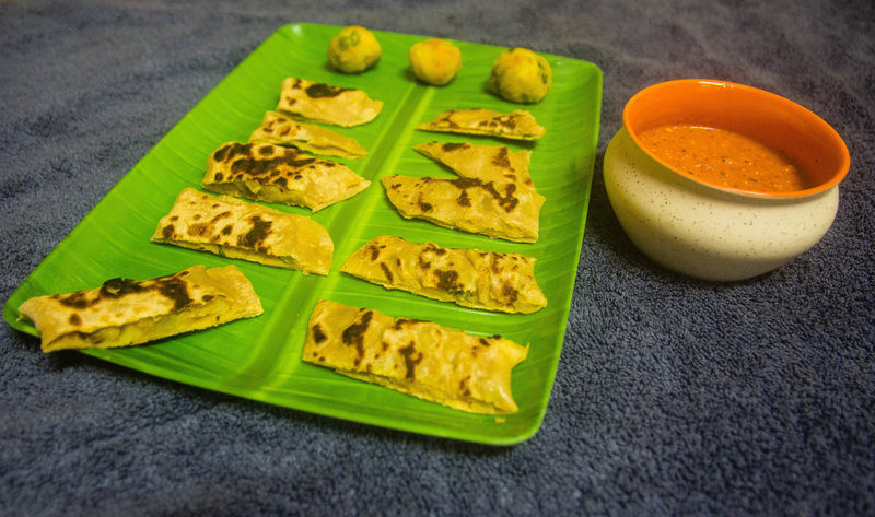Stuffed Roti Bits with Roasted Red Bell pepper Dip